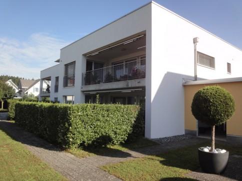 Neuwertige Wohnung mit viel Sonne Ruhe und grosser Terrasse