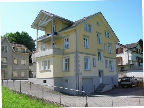 Originelle 3.5 Zi-Wohnung mit Gartensitzplatz