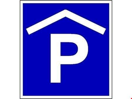 Parkieren in zentraler und kleiner Einstellhalle.