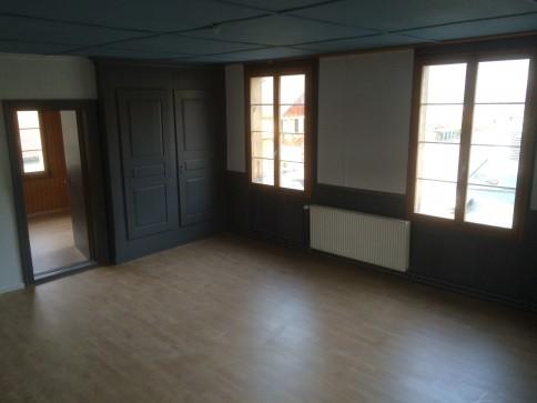 Renovierte 3.5 Zimmer-Obergeschosswohnung: sehr günstig und zentral !