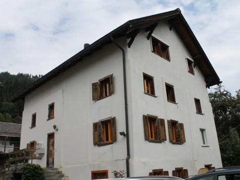 Renovierte 4.5 Zi-Dachwohnung in über 100jährigem Haus nahe Flims/Laa