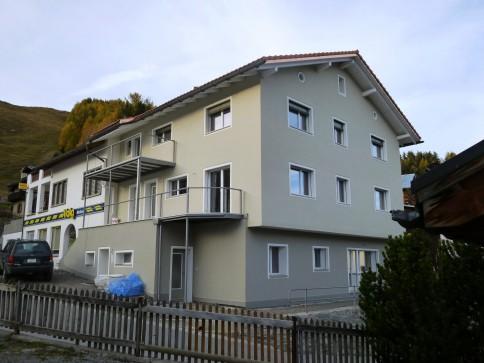 Renovierte 4.5-Zi-Wohnung mitten im Dorfkern von Morissen, Lumnezia