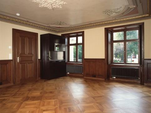 Renovierte Altbauwohnung im EG in herrschaftlicher Villa