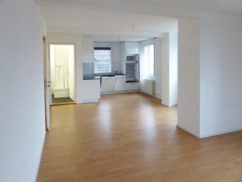 Renovierte helle Wohnung in kleinem, ruhigem 4-Fam-Haus