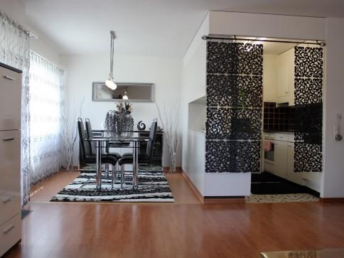 Renovierte top Wohnung an zentraler Lage