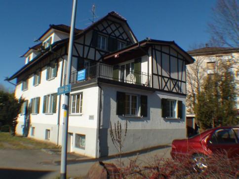 renovierte Wohnung in originellem Wohn-/Gewerbehaus