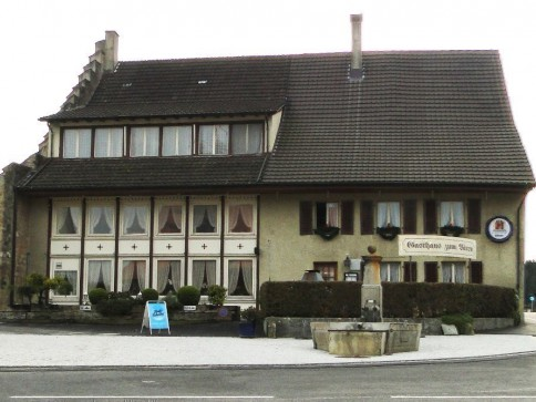 Restaurant mit Gästezimmer (9 Parteien) und Baulandreserve
