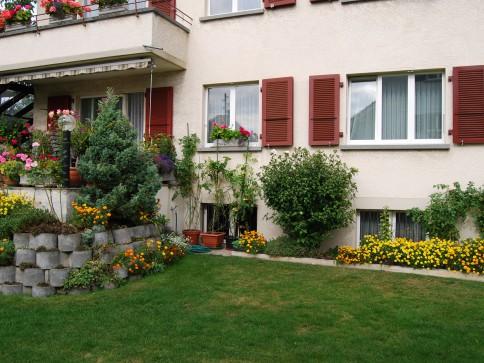 ruhige, zentralgelegene 3,5 Zi-Wohnung in Einfamilienhausquartier