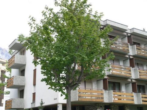 """Schön renovierte 4,5 Zimmerwohnung im Haus """"Leuca"""" an zentraler Lage"""