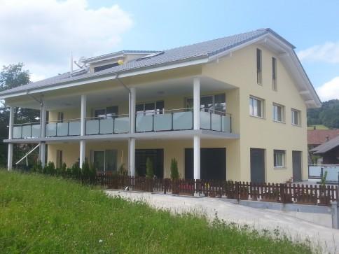 Schöne 5.5 Zimmerwohnung mit grossem Balkon im grünen