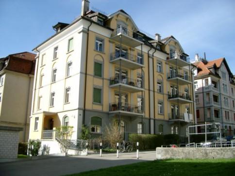 Schöne 5-Zimmer Maisonette-Wohnung mit Dachgarten und Balkon