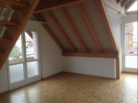Schöne Dachwohnung mit grosser Galerie