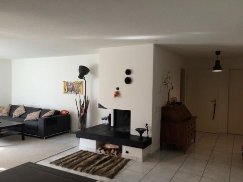 Schöne und helle 5.5 Zimmer Wohnung (ca 125qm) mit Sicht ins Grüne