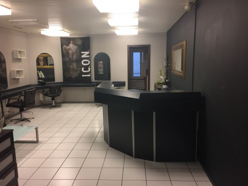 Spacieux salon de coiffure idéalement situé