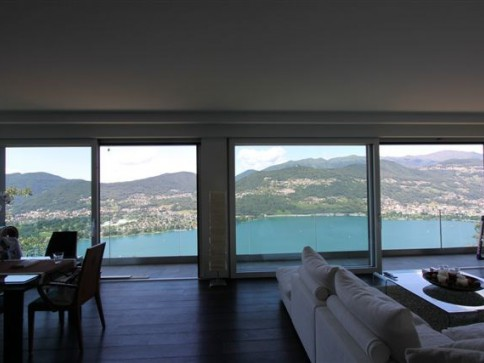 Stupendo nuovo penthouse con fantastica vista lago