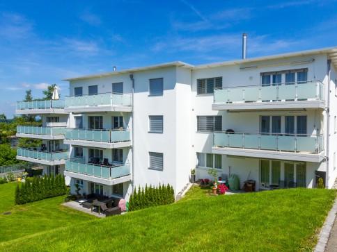Top-Wohnung mit Gartensitzplatz