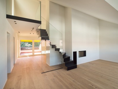 Totalsanierte,hochwertig ausgebaute Maisonette-Wohnung im Dachgeschoss