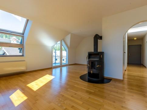 virtueller Rundgang verfügbar! Dachwohnung mit Cheminée!