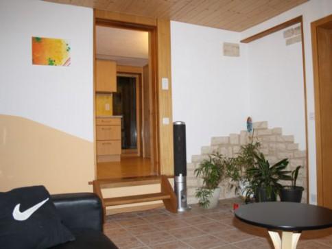 Wohnung - ev auch als Büro oder Praxis - zu vermieten