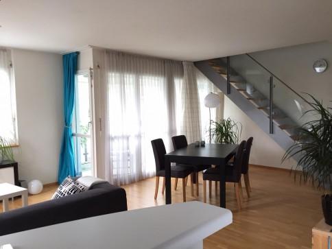 Wunderschöne 3.5-Zi Maisonette-Wohnung mit Sonnen-Balkon Riedikon