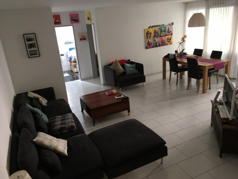 Zentrale moderne Wohnung (101m2)