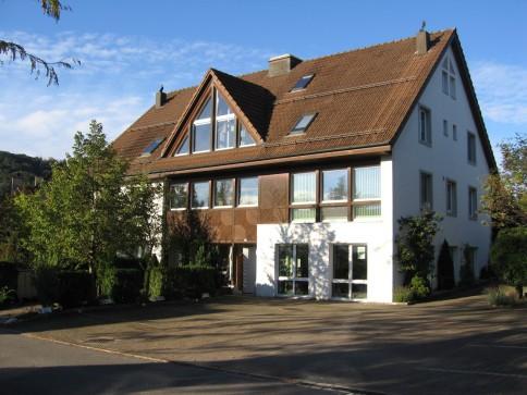 2,5 Zimmer Wohnung in kleinem Mehrfamilienhaus