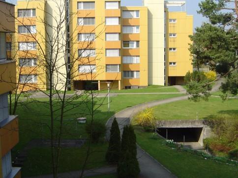 3 1/2-Zimmerwohnung mit Balkon in ruhig gelegener Überbauung