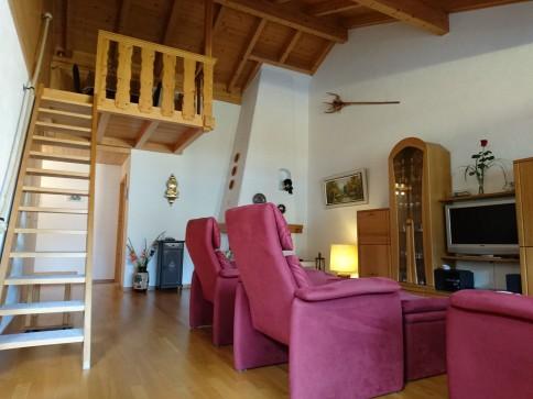 3.5 Zimmer-Dachwohnung mit viel Platz, Charme und Wärme !