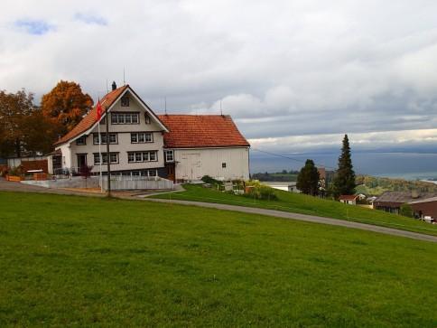 3.5 Zimmer Wohnung (Hausteil) an Top Lage im Grünen, mit Seesicht