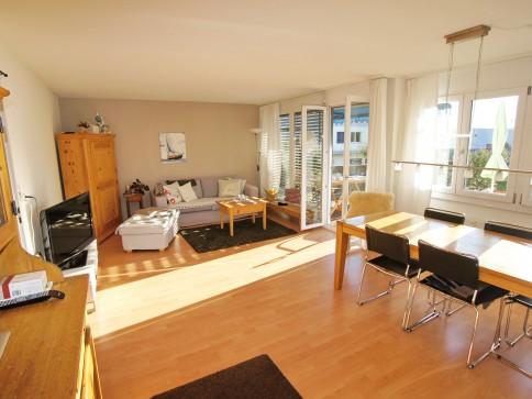 4,5-Zimmerwohnung in Einigen, mit Balkon, nahe See, Aussicht auf Berge