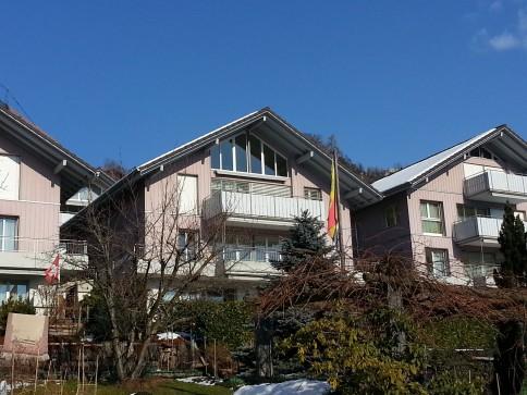 4.5-Zimmerwohnung mit Balkon - Aussicht auf See, Schloss und Berge