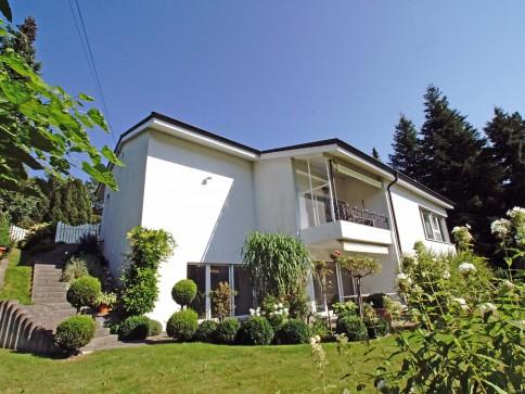 7 1/2-Zimmer Villa mit wunderschönem Garten an TOP-Lage!