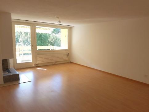 8-tung Sonderangebot - Grosse Wohnung mit Cheminée und 2 Balkonen!