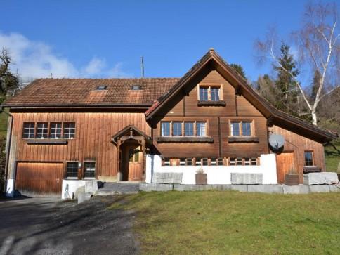 attraktives Bauernhaus an ruhiger und sonniger Lage