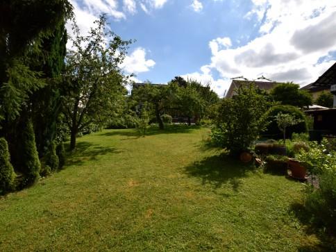 Baulandparzelle für ein Mehrfamilienhaus in Binningen