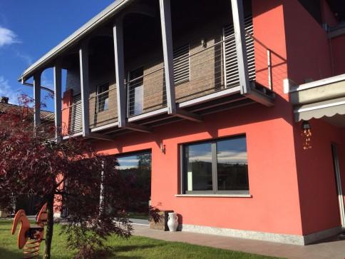 Bellissima Casa Unifamiliare con Giardino, Vista Aperta!
