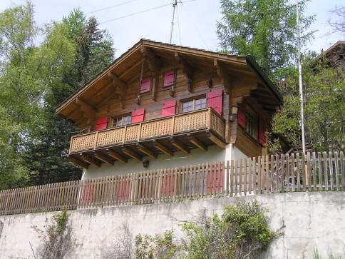 Chalet avec deux appartements et garages - Trogne