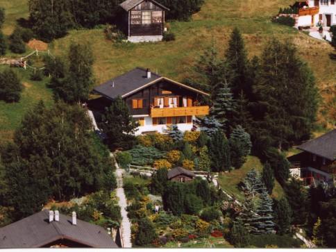 Chalet mit unverbaubarer Aussicht mitten im Ski- und Wandergebiet.