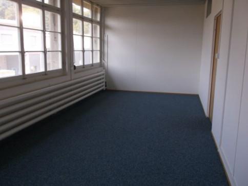 Diverse Gewerbe-/Büroräume an der Hauptstrasse in Bubendorf