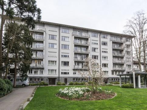 Exklusive renovierte Wohnung Nähe Aeschenplatz