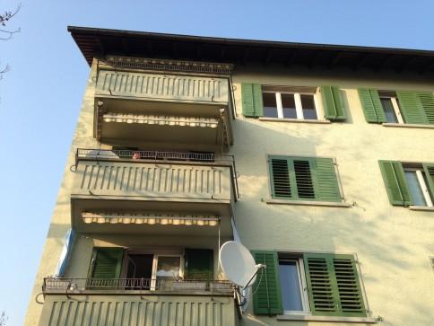 frisch renovierte 4.5 Zimmer Wohnung mit Weitsicht und zwei Balkonen