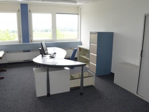 Gewerbehalle und Büro-/Arbeitsräumlichkeiten an verkehrsgünstiger Lage