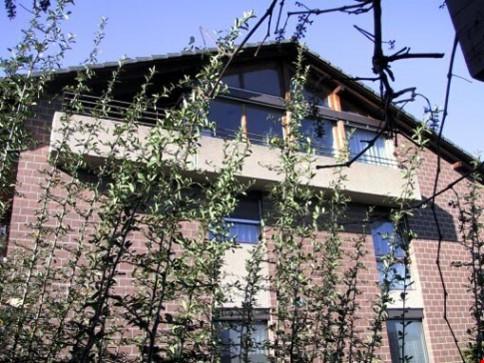 grosse 2 1/2 Zi-Dach-Wohnung (78m2) mit Cheminée + Balkon, in Therwil