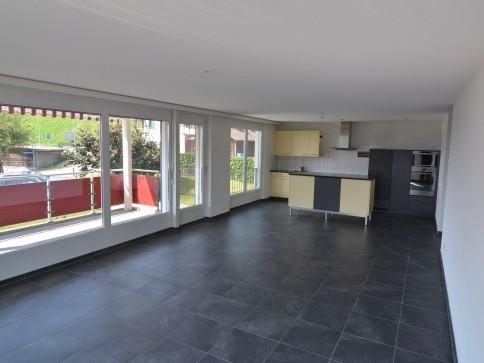 Grosse moderne Wohnung mit offener Küche