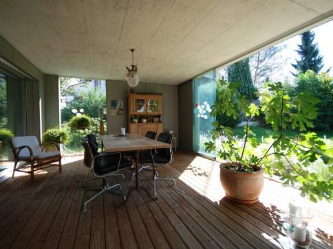 Grosse Parterre-Wohnung mit Privatgarten für viel Privatsphäre