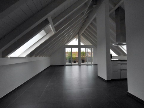 Grosszügige 3 1/2-Dachwohnung