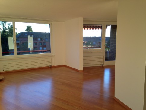 Grosszügige helle 4.5-Zimmer Wohnung - 120 m2