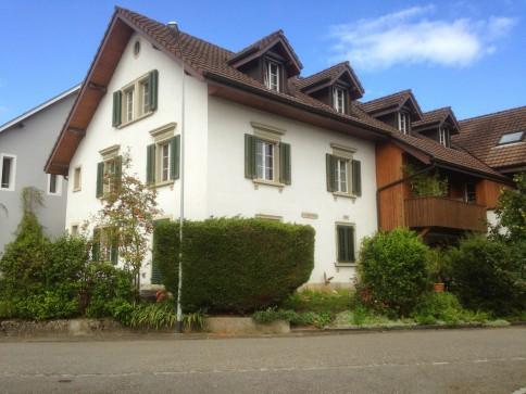 Heimelige 3,5 Zimmerwohnung in umgebautem Bauernhaus zu vermieten