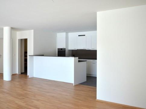 Helle und moderne Kleinwohnung mit grosszügigem Sitzplatz!