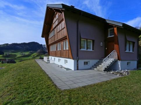 Hochwertige 4.5 Zimmer-Einliegerwohnung an guter Wohnlage!